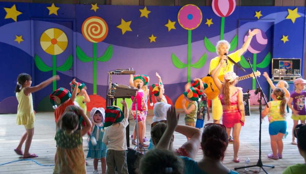 children's entertainer